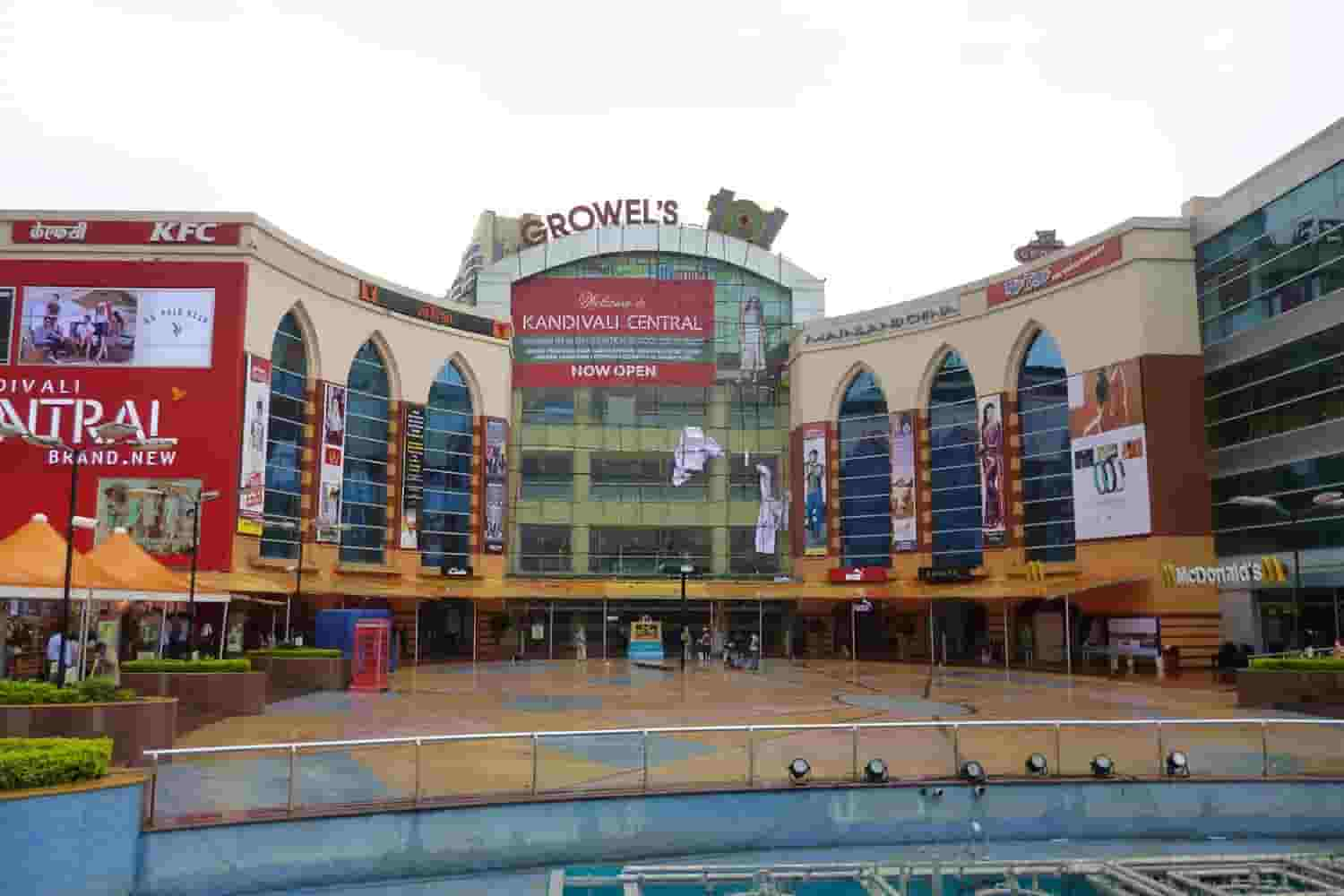 8 Biggest Malls in Mumbai for Shopping, Food and Movie
