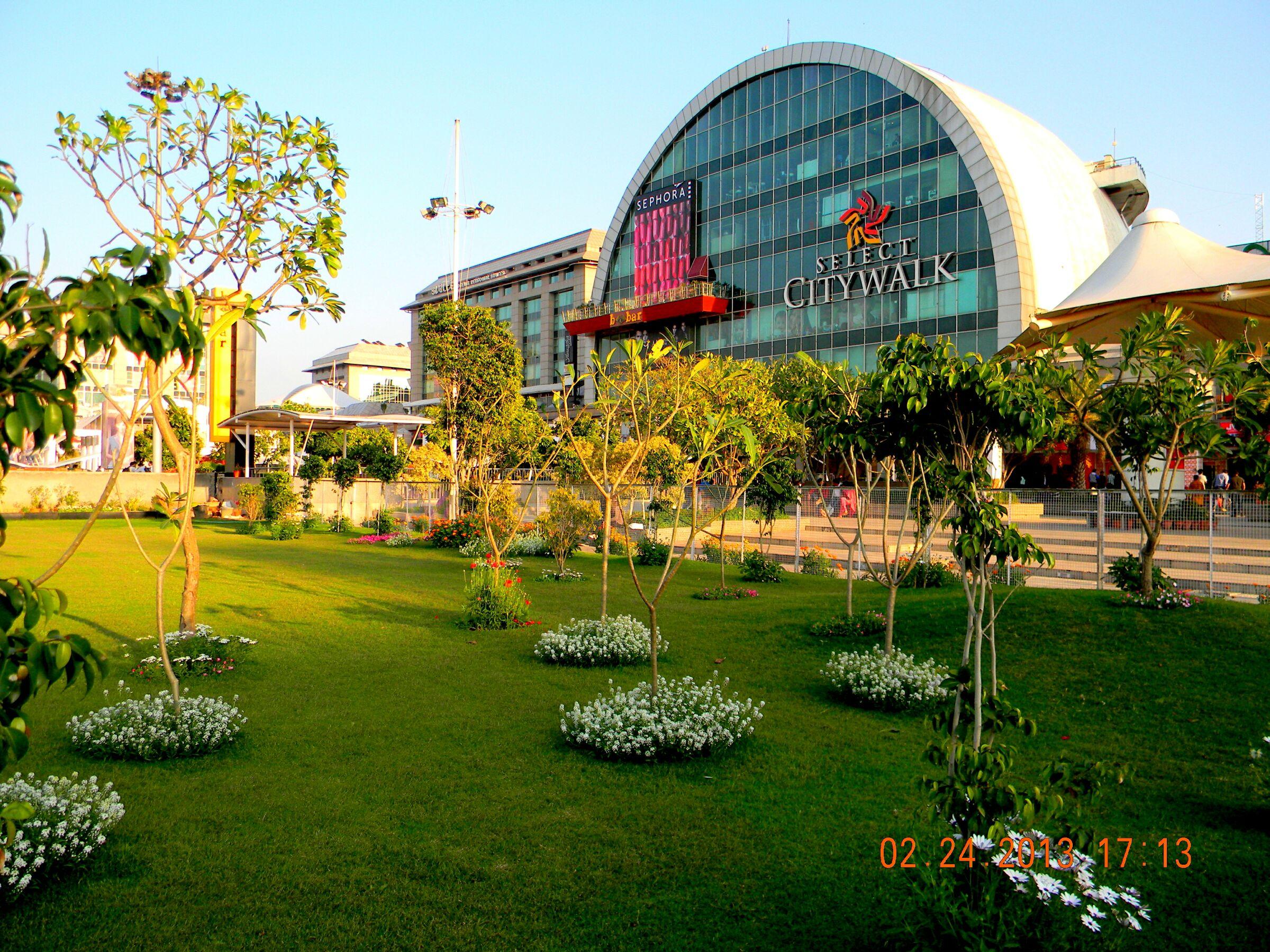 SelectCityWalkMall-delhi.jpg